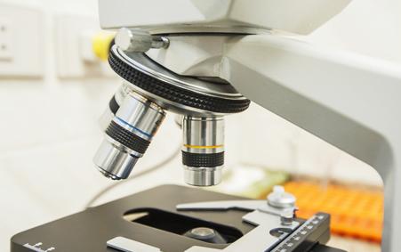 Nahaufnahme Mikroskop, seitlich